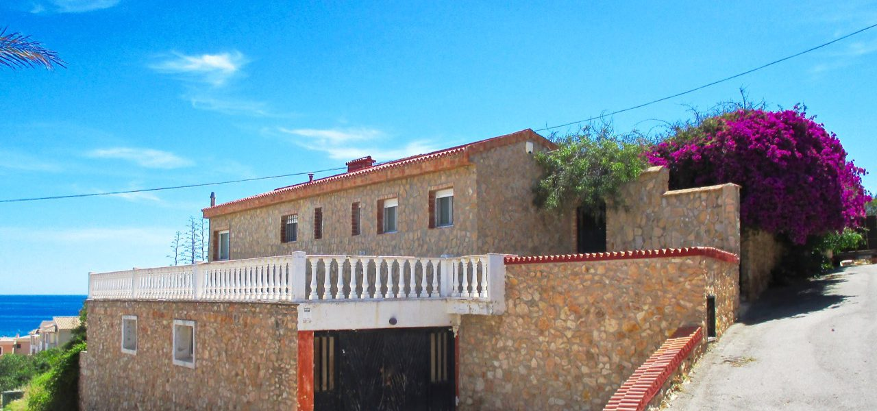 Large Villa in La Mata.