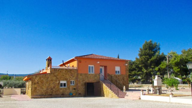 Finca within walking distance to Castalla